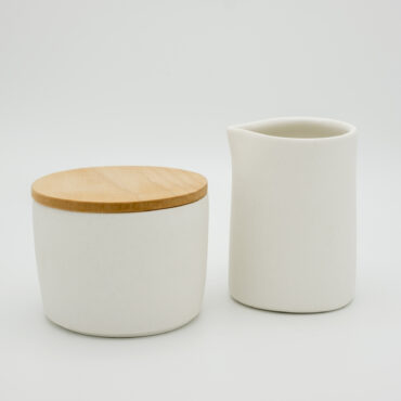set of sugar bowl and milk jug in porcelain